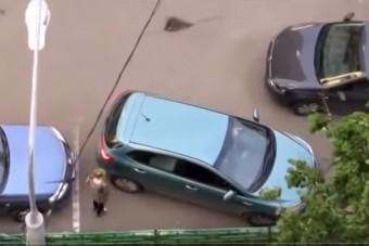 Két nő drámai küzdelme a parkolással