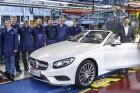 Emberekre cseréli gyártórobotjait a Mercedes