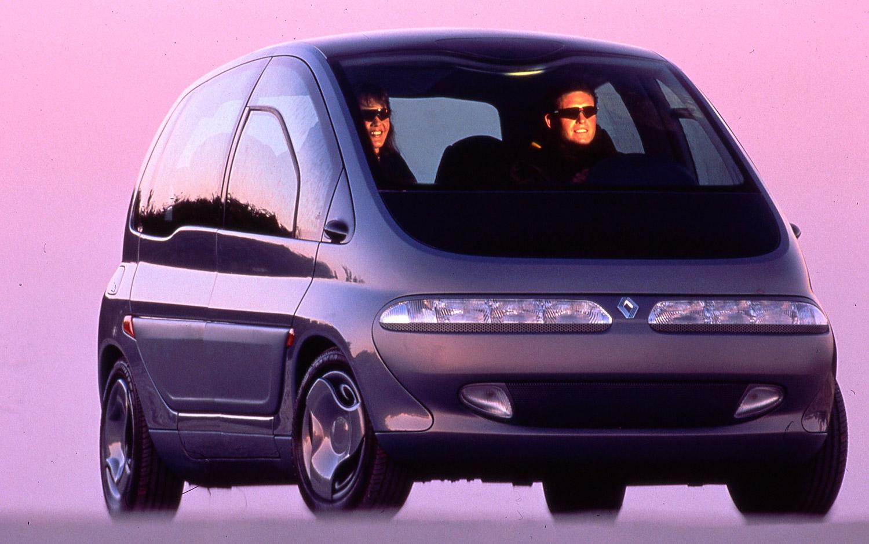 Renault Scenic 1991-ből. Nemcsak az autó, hanem a szemüvegek is nagyon menők lehettek akkor