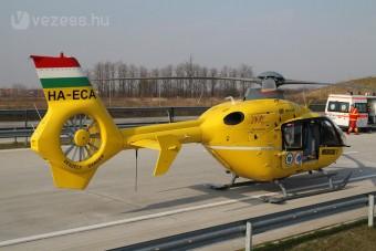 Durva baleset a 4-esen - mentőhelikopter a helyszínen