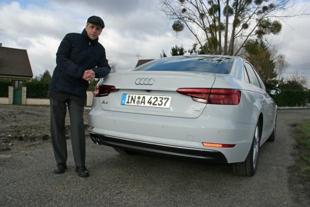 Az első áldozat az Audi A4. Elnézést a fényviszonyokért, de mi még örültünk, hogy legalább nem esik