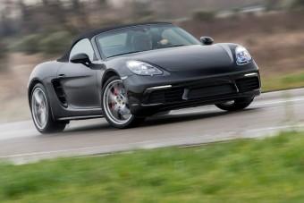 Négyhengeres Porsche? Ez már a világvége?