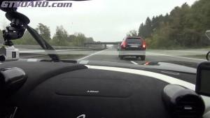330 km/órával száguldott, mégse büntették meg