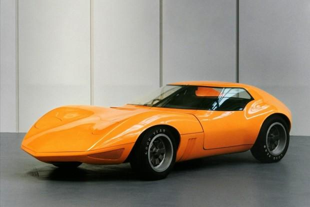 A régi, 1966-os GT tanulmánya nagyon hasonlított a Stingray Corvettre. Nem véletlen, az akkori GT-vel a Corvette európai változatát akarta világra segíteni a General Motors