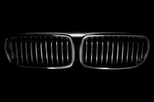 Tízpontos videóval köszönti a BMW-t a Mercedes