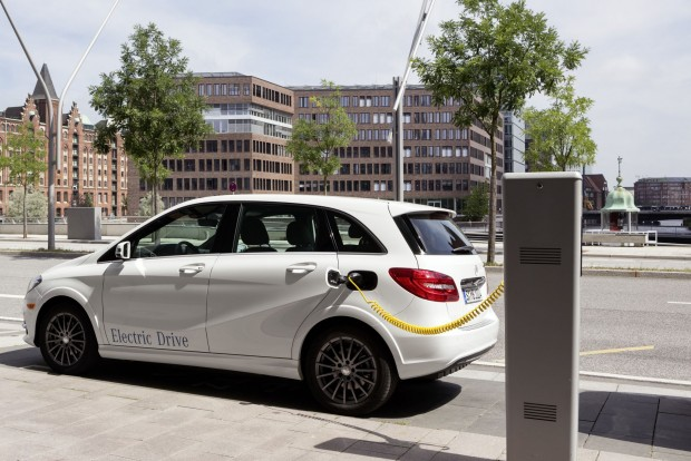 Mercedes-Benz B-Klasse Electric Drive – Laden / Mercedes-Benz B-Class Electric Drive – Charging