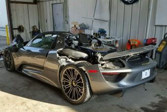 Keveset futott Porsche, kis hibával, áron alul eladó