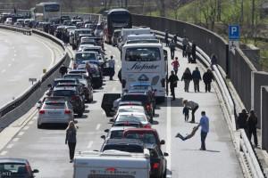 4 kilométeres dugó az M1-esen, fokozott rendőri ellenőrzés