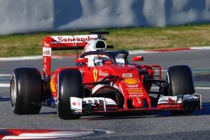 F1: Vettel nyerte az utolsó napot, a Mercedes lerobbant