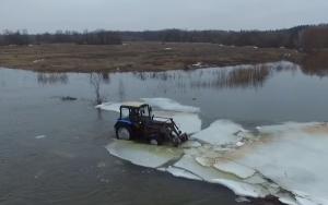 Jó tudni, hogy az MTZ traktor jégtörő hajóként is beválik