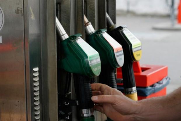 Jócskán csökken az üzemanyagok ára