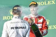F1: Pezsgő helyett bor folyik a dobogón