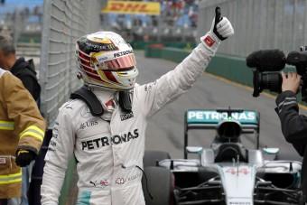 Hamiltonra már az F1 fejesei is berágtak