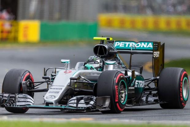 F1: Rosberg repülővel ment Kínába, és ő vezetett