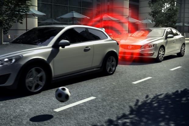 Az ütközés-elkerülő automatikus vészfékezés alighanem percekre van attól, hogy kötelező felszerelés legyen minden új kocsiban