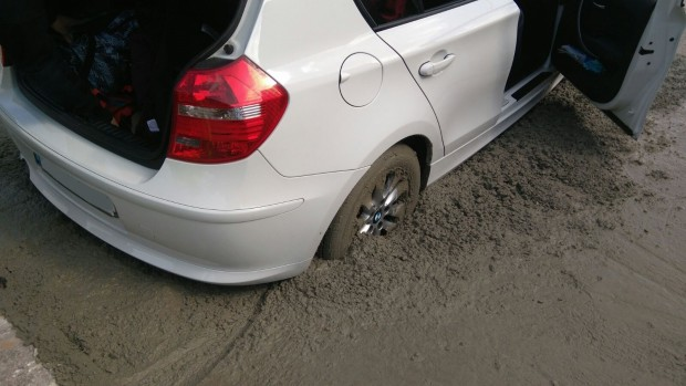 bmw-1series-stuck-fresh-cement-2