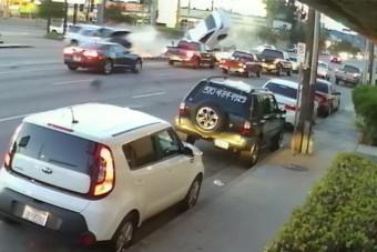 Nagy sebességű, brutális balesetet vettek videóra