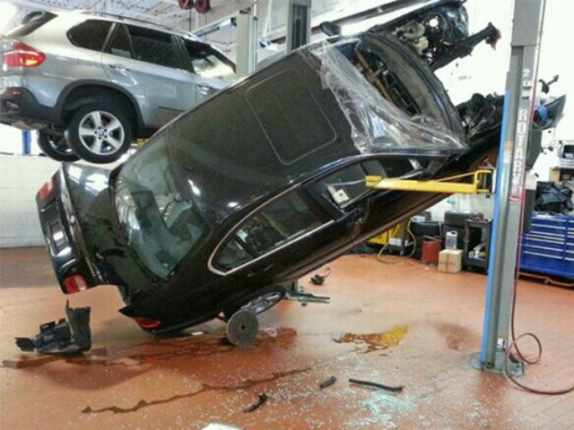 car-photo-2006-bmw-330i-falls-off-shop-lift-fail