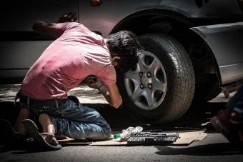 Az autósok egyharmada nem tud kereket cserélni