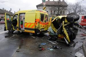 Két mentőautó ütközött Szegeden