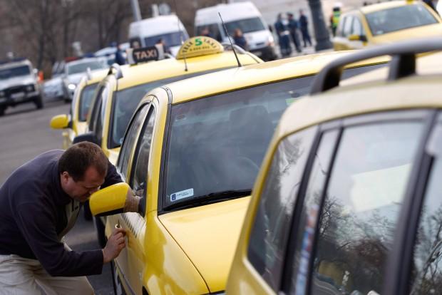 Kedden ismét taxisok bénítják meg Budapestet