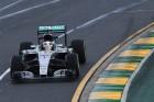 F1: Hamilton szerint ostobaság felgyorsítani az autókat