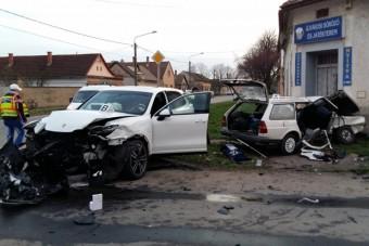 Halálos Porsche-baleset Hódmezővásárhelyen - fotók