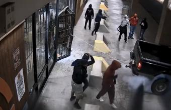 Filmbe illő módon raboltak ki egy fegyverboltot Texasban