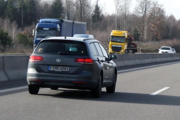 Passat kombi, nyitott tanksapka-fedéllel: az Autobahn királya!