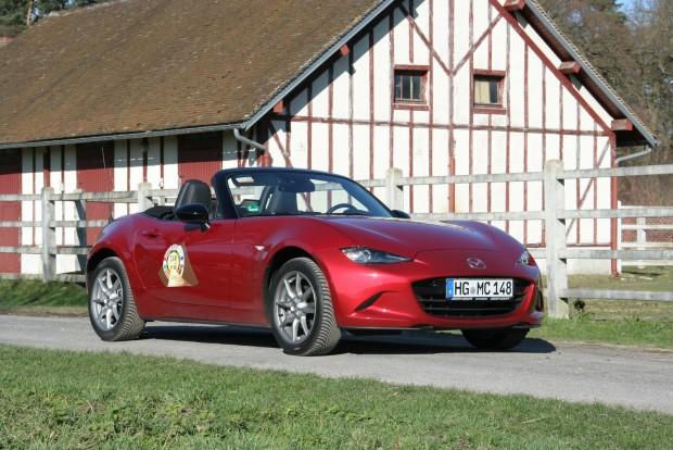 Csak az MX-5-öt jobb vezetni, mint a Jaguart. A legjobb, hogy ehhez nem is kell csillagászati tempó. Az élmény már 80 km/óránál adott