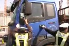 Vicces harc a csaló kamionos és a kínai rendőrök között