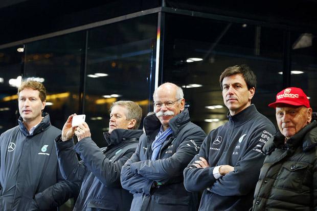 F1: A Mercedes máris mentegeti Hamiltont