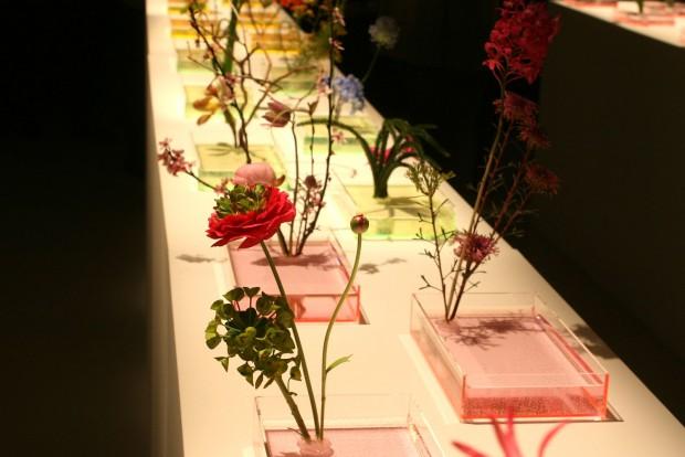 Ikebana-bemutatóval hangoltunk az MX-5 RF világpremierjére. Az ike jelentése életben tartani, a bana a növényeket jelöli. Az egyszerűség szépsége