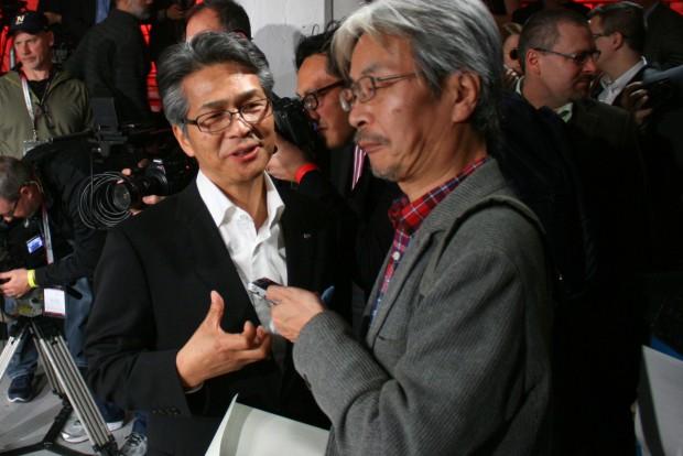 Jamamoto Nobuhiro (balra) korábban a Wankel-motor fejlesztését vezette a Mazdánál, ő volt korábban az RX-7 programmenedzsere