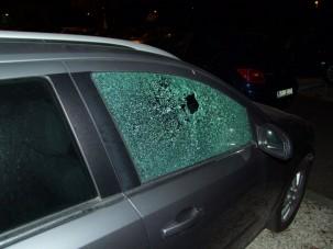 Kövekkel tört autókat egy férfi Nagykanizsán