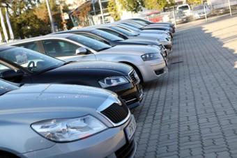 Százmilliós adócsalás egy magyar autókereskedőnél