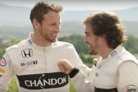 F1: Az első sztárfotó Buttonról és az új barátnőjéről