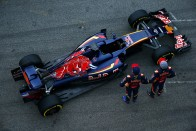 F1: Nem sietnek a kis Red Bull-lal