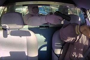 Pisztolyt tartott a taxis fejéhez, a sors közbelépett