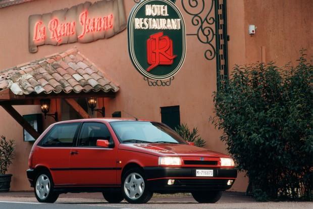 Év Autója lett az 1989-es évre a korábbi Tipo. Technikáját továbbadta az Alfa 155-nek