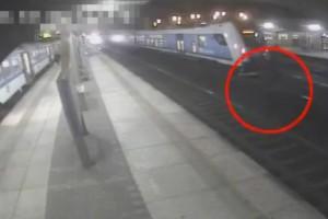 Csodálatos megmenekülés egy vonatgázolásból