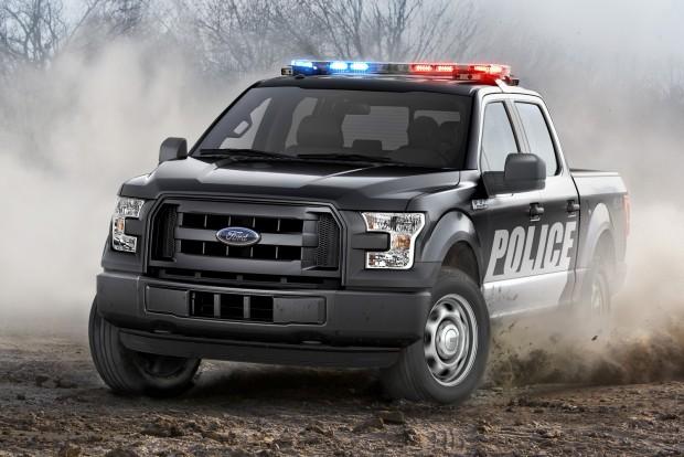 Rendőrautó, terepmunkára