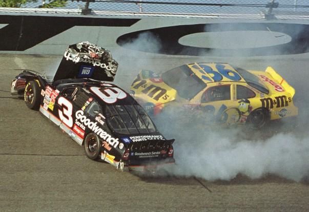 2001. februárban a daytonai futam utolsó körében halt meg Dale Earnhardt NASCAR-legenda