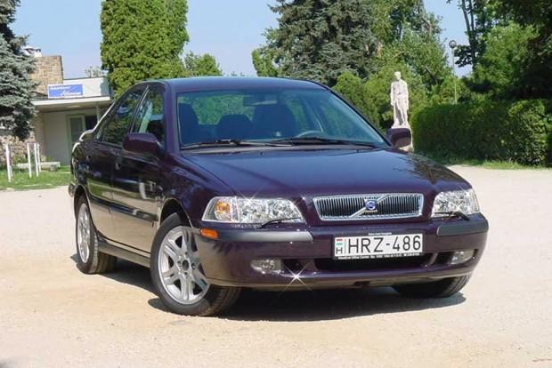 Sosem feledjük az elsőt: a Vezess legelső tesztautója a dízel Volvo S40 volt