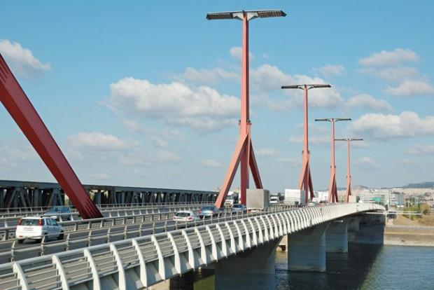 Takarítás miatt sávlezárás lesz a Lágymányosi hídon