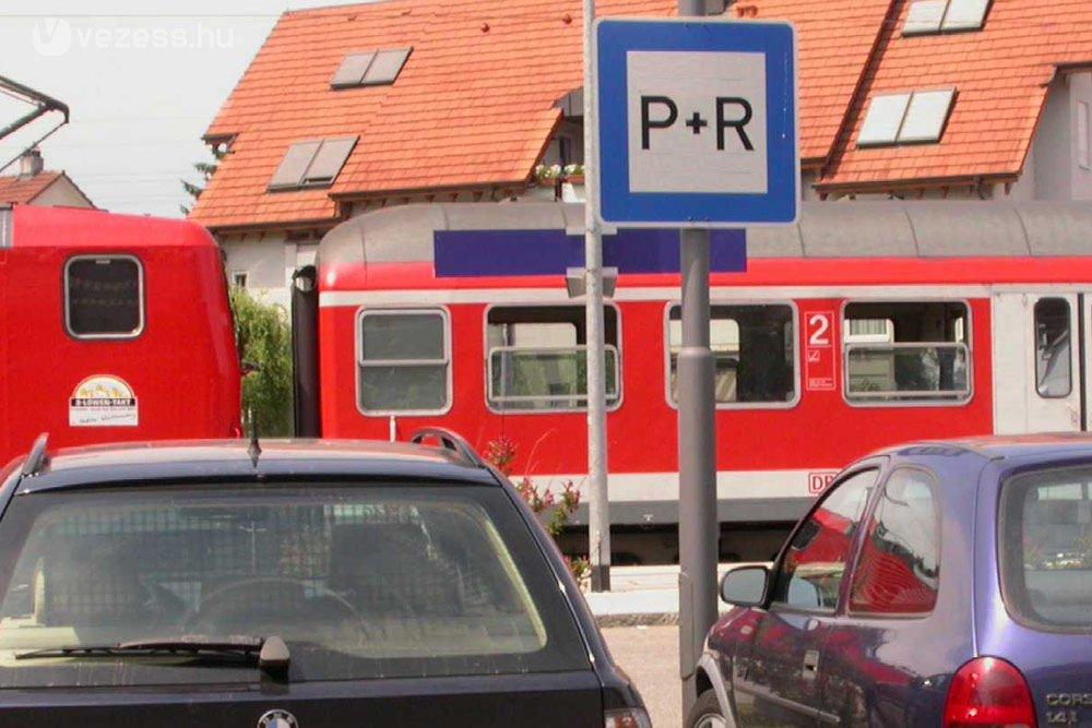 P+R parkolók létesítése: Ez egy olyan szolgáltatás, amiből sosem elég, és sok autós szavazna a tömegközlekedésre, ha a megfelelő helyen, a megfelelő méretű P+R parkolók kerülnének kialakításra.