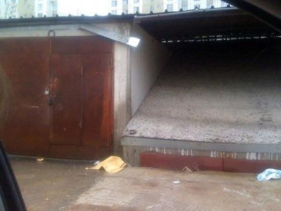 Rejtély a lakótelepen: elnyelte a föld a garázst