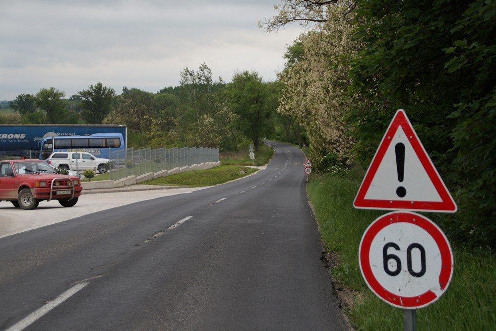 Veszélyes útszakaszok átépítése: Baleseti gócpontok felszámolása, ahol kell csomópontok átépítése.
