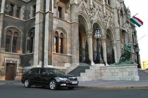 2,5 milliárdért kapnak új autókat a diplomaták