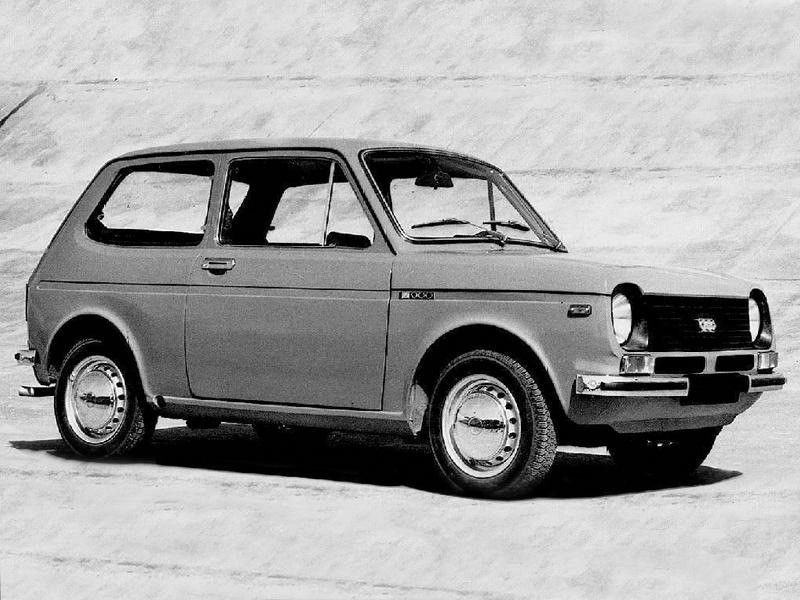 VAZ 1101 - A Mikhail Korzhov vezette motorfejlesztő csapat háromféle motort is tervezett, 897-től 1100 cm3-es méretekben. Az első prototípushoz a legkisebb motor 50 lóerős változatát használták fel, amelyet elöl keresztben helyeztek el. Ezt négyfokozatú sebességváltóhoz kapcsolták. Elöl McPherson felfüggesztés alkalmaztak. Még az üléseket is egyedileg készítették el. Persze azért néhány alkatrészt meglevő típusokból emeltek át: a Zaporozsec-től a kormányművet, a Zsigulitól a műszerfalat. A Cseburaszku névre hallgató prototípus 1971 végén készült el. Az első tesztek 1972-ben zajlottak le, s jópár probléma merült fel. 1973-ra készen állt a második, kijavított prototípus, de addigra már a Niva projekt élvezett elsőséget. Még 1976-ban is készült egy utolsó próbadarab, majd 1978-ban megszületett a döntés a Samara kifejlesztéséről (forrás: Autók a Szovjetúnióból )